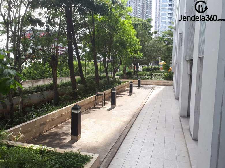 taman belakang apartemen westmark