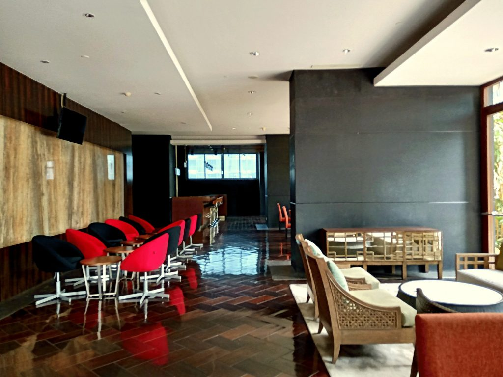 Residence 8 Senopati Lounge