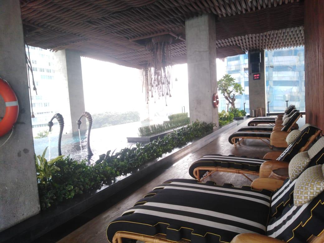 swimming pool sudirman suites jakarta